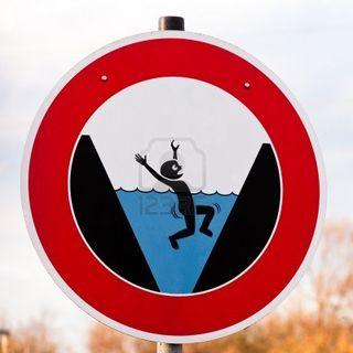 17592422-circulaire-gevaar-teken-waarschuwing-van-gevaar-voor-verdrinking-met-een-schets-toont-een-persoon-ge
